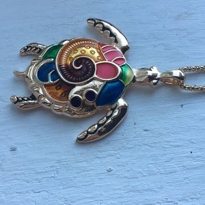 Other - Gold turtle colors necklace
